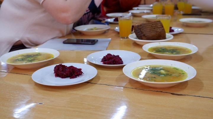 «Крысиный след» в школьных обедах: разбираемся, кто и чем кормит детей в Красноярске