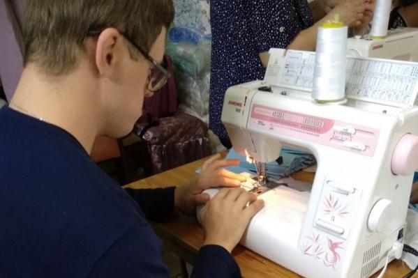 Первую подобную акцию организация провела в 2016 году, когда открыла у себя швейную мастерскую