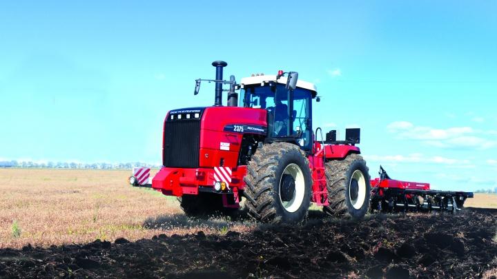 В полях Ростовской области прошел демонстрационный показ популярного среди аграриев трактора Ростсельмаш