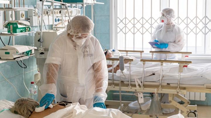 «Такого никогда не было»: посмотрите, что происходит в красной зоне ковидного госпиталя