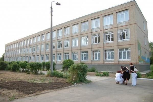 Педагога смутило, что ученица пришла в школу накрашенной