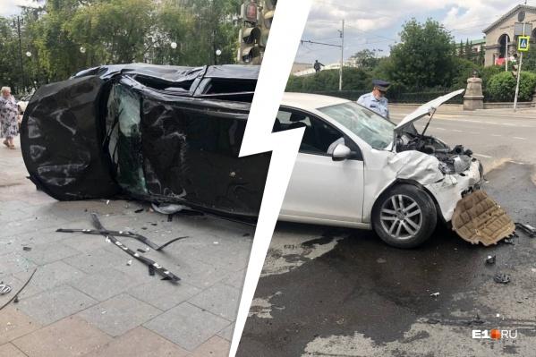 На перекрестке у Оперного столкнулись два автомобиля. Черный внедорожник снес женщину, она оказалась в больнице с травмой