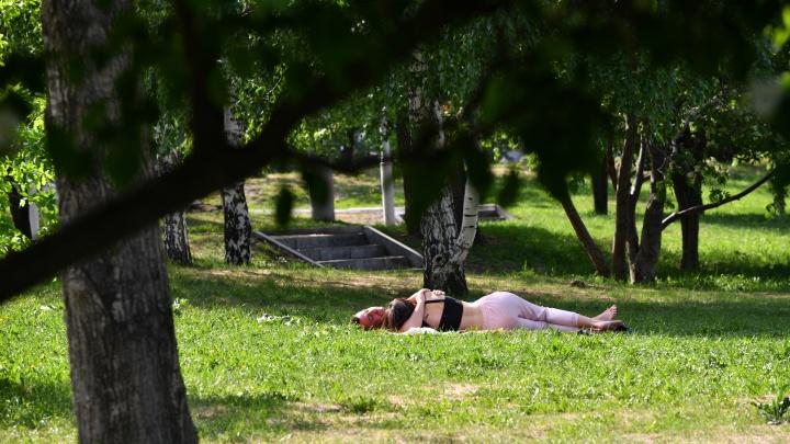 Екатеринбург расплавился: фоторепортаж с улиц, которые утопают в 30-градусной жаре