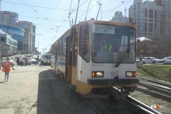 21-й трамвай свернул с Радищева на Московскую, хотя должен был проехать прямо
