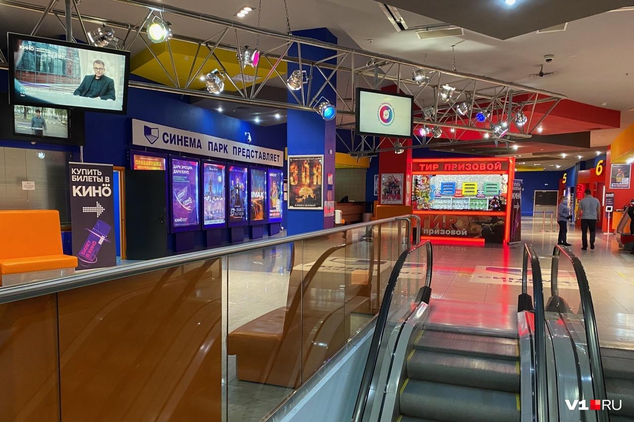 Сотрудники кинотеатра о возможном банкротстве также узнали из СМИ