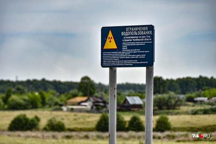 Этот знак, про сути, не запрещает заходить за него. Он ограничивает водопользование