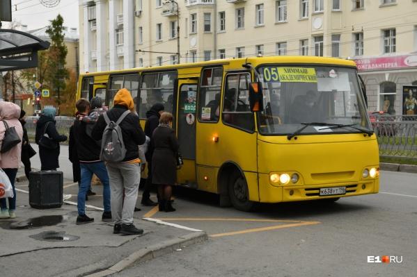 Жители Химмаша часто жалуются на общественный транспорт, которого невозможно дождаться утром