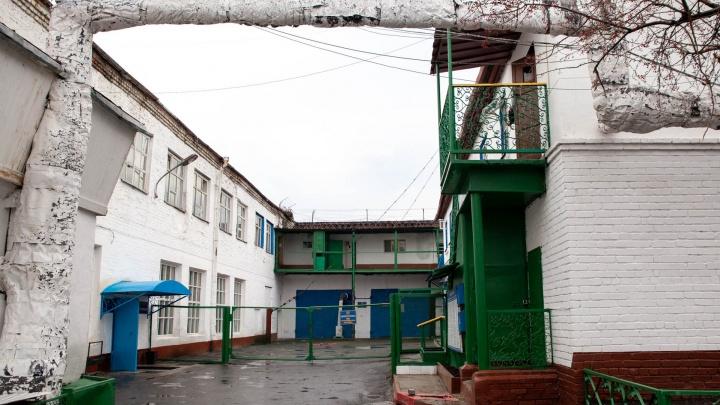 Шашлычок без коньячка — заключенный с размахом отметил день рождения в тюменской колонии