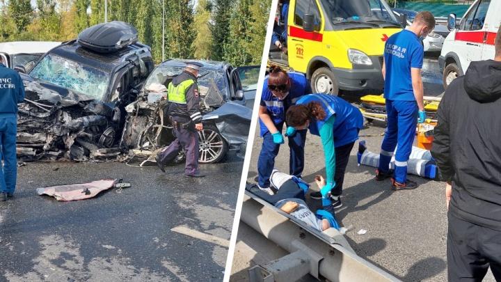 В массовом ДТП на мосту в Тюмени пострадали шесть человек