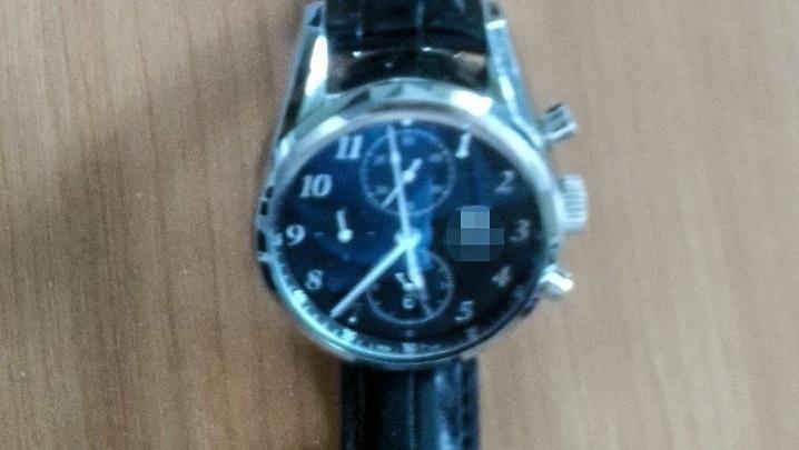 В Кольцово у забывчивого мужчины, который проходил досмотр, украли часы за 224 тысячи рублей