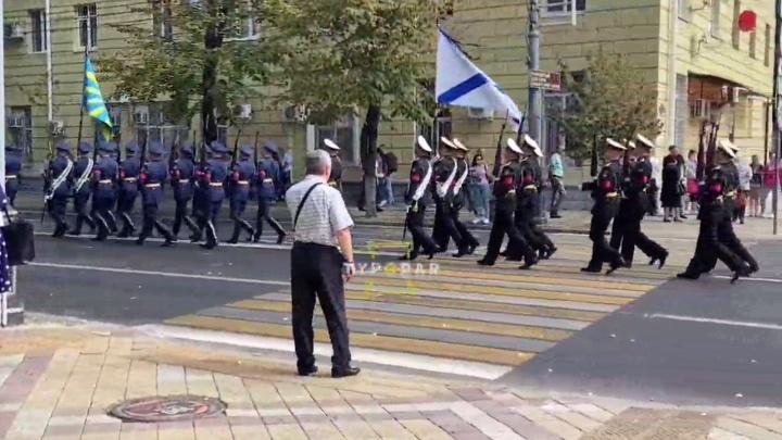 В центре Краснодара много военных, казаков и полиции. Что случилось?