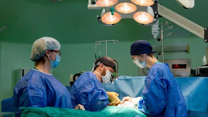 В Тюмени врачи восстановили органы ребенку, рожденному снеопределенным полом