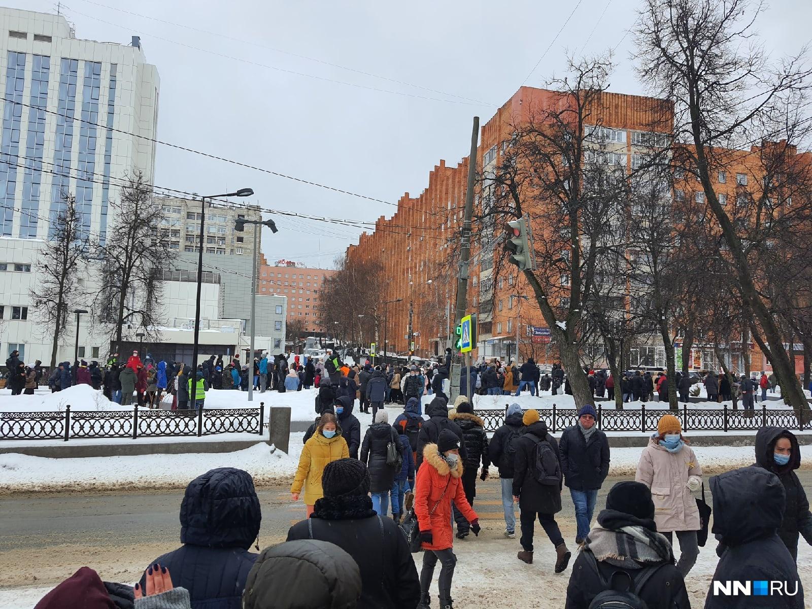 Митингующие быстро заняли сквер на Звездинке, но шансов остаться там надолго у них не было
