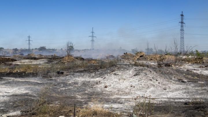 Администрация Волгограда больше года не может ликвидировать горящую стихийную свалку