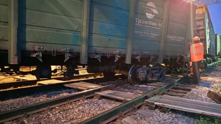На севере Свердловской области грузовые вагоны сошли с рельсов