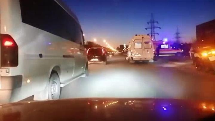 «Оба лежат на асфальте»: в Екатеринбурге байкер сбил пешехода
