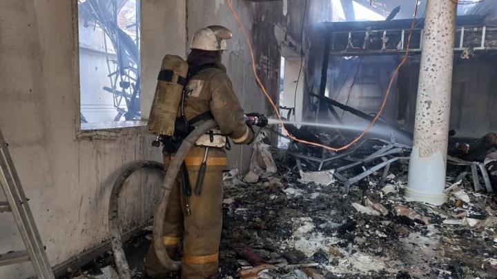 В Майкопе произошел крупный пожар в ТЦ «Октябрь»