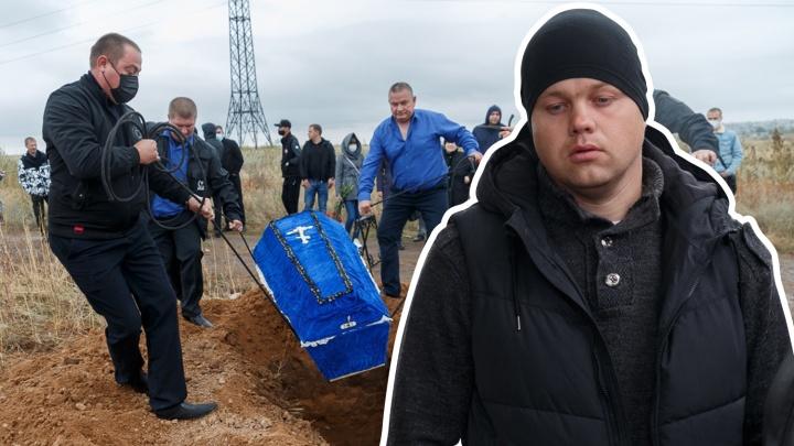 «Гроб несли на руках»: в Волгограде мужчина хотел сжечь себя на кладбище из-за конфликта с ритуальной службой