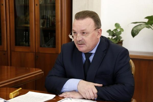 По версии следствия, Олег Молчанов премировал подчиненных, чтобы затем забирать у них эти деньги
