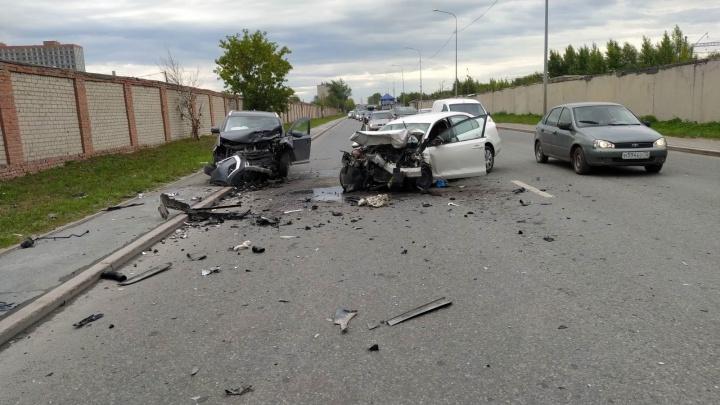 В Тюмени скончался водитель Volkswagen, попавший в ДТП в минувшую пятницу