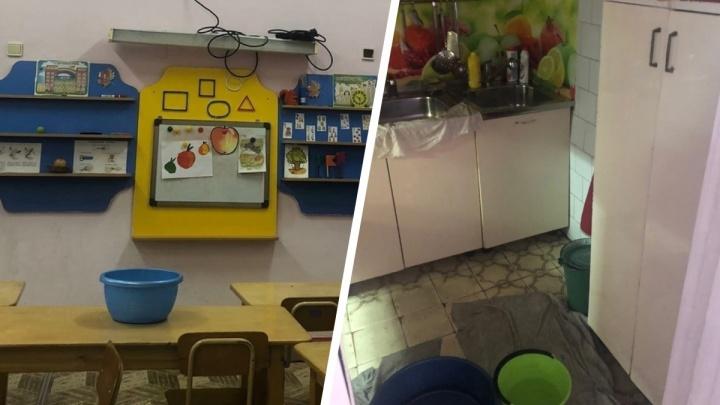 «Вода льется по проводке»: в детском саду в Ярославской области начался потоп из-за худой крыши