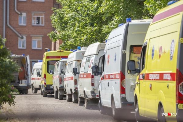 В Ярославле у COVID-госпиталей вновь выстроились очереди из скорых