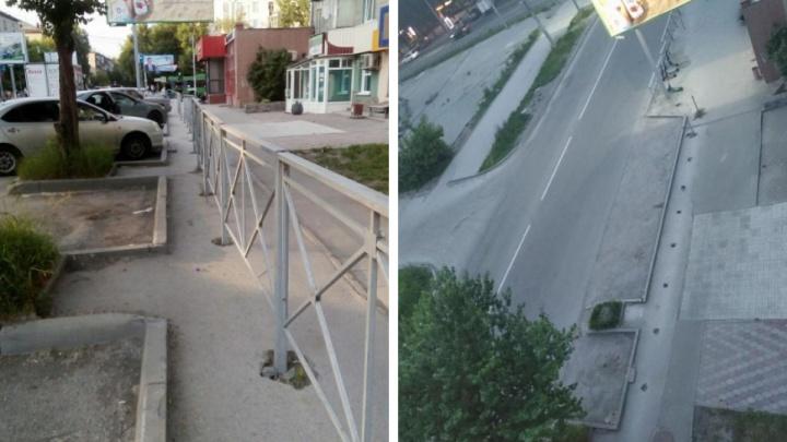 Разум всё-таки победил. После публикации на НГС в Новосибирске снесли ограждение посреди тротуара
