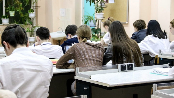 «Бухгалтерия ждет, нужно поторопиться». Зачем в школах постоянно собирают деньги?