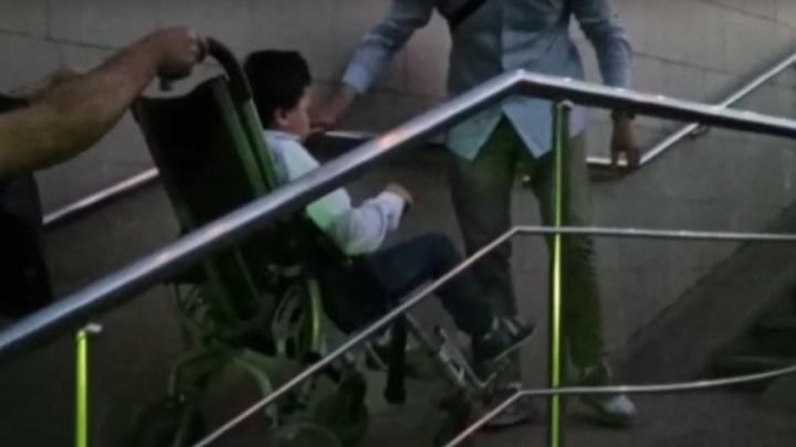 Следователи проводят проверку по факту падения уфимки и ее сына-инвалида с пандуса в подземном переходе