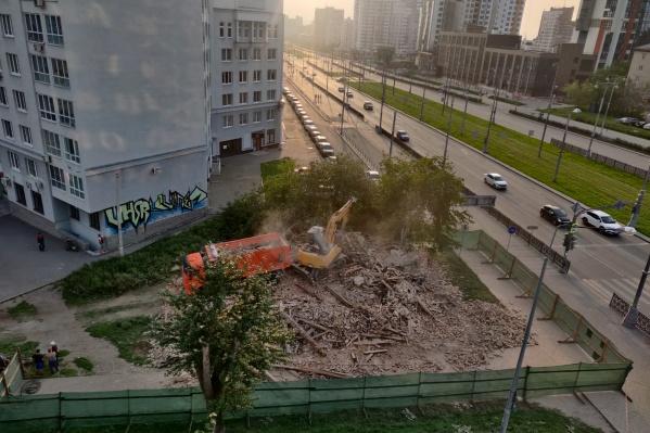 Прокуратура проведет проверку из-за сноса старинного дома в Екатеринбурге