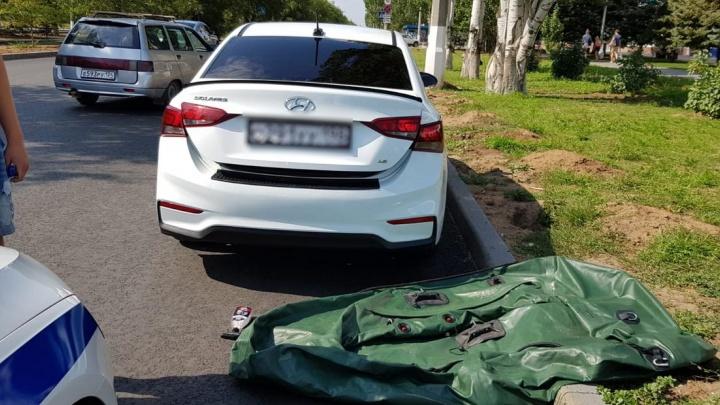 Эксперимент удался: в Волжском полиция оштрафовала тиктокера за «заплыв» на крыше автомобиля