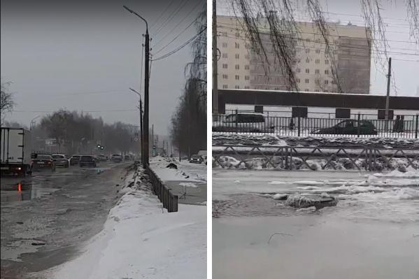 Затопило газон и дорогу