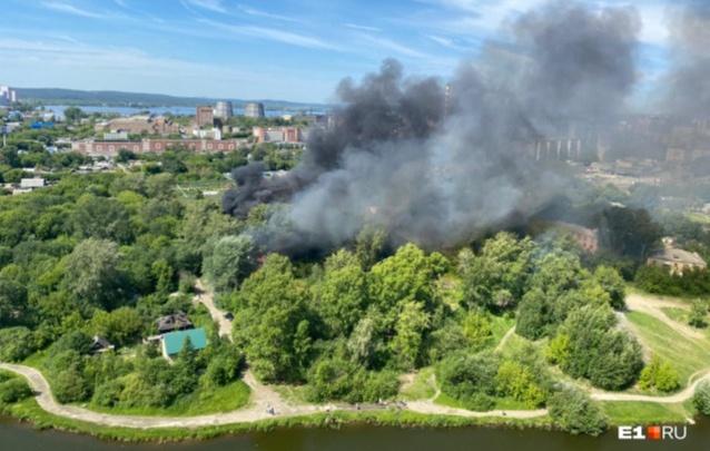 В Свердловской области за сутки потушили больше 220 пожаров
