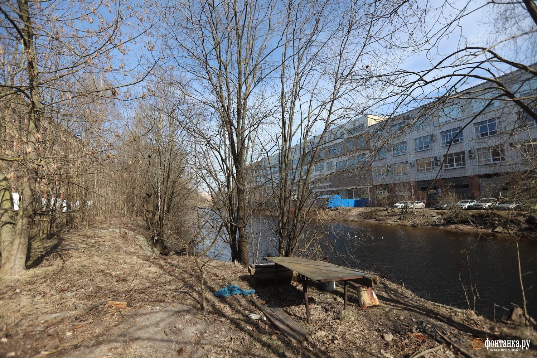 Набережная реки Карповки от Карповского моста до Барочного моста
