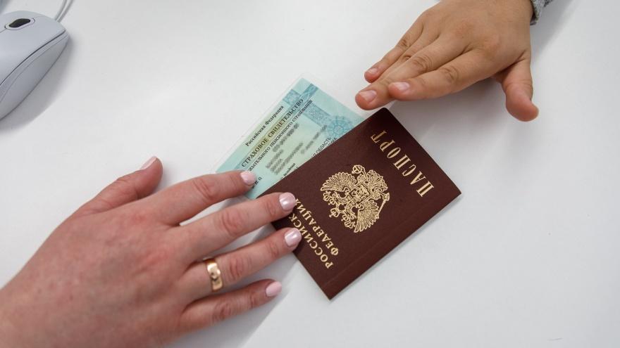 «Без прививки в МФЦ не выдали паспорт. Без паспорта не могу сделать прививку»: волгоградец попал в бюрократический капкан