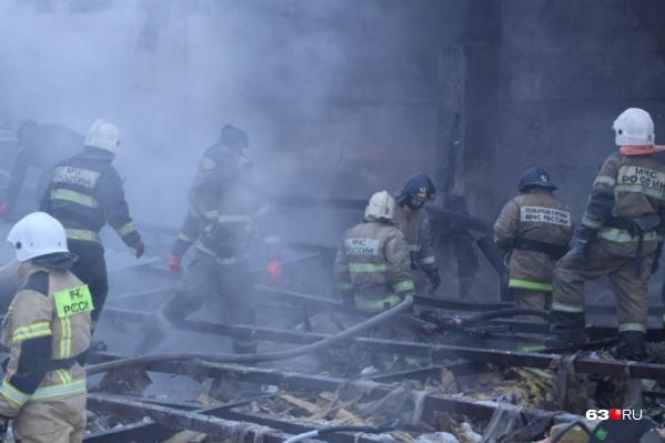 В двухэтажном здании рухнула крыша