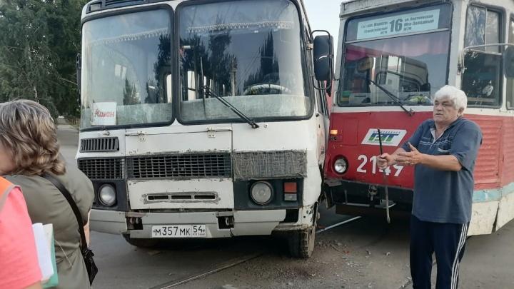 Трамвай столкнулся с автобусом в Ленинском районе — есть пострадавшие