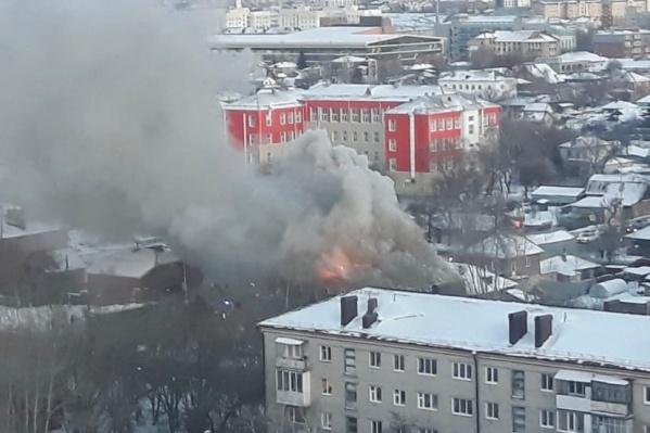 Дым был виден издалека по всей округе