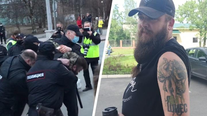 В Архангельске на акции в поддержку Навального задержали мужчину. Он кричал лозунги на митинге