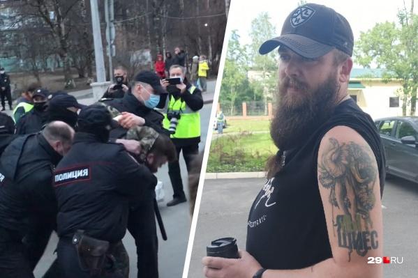 По данным 29.RU, задержанного активиста зовут Максим Карасёв. Ранее он выступал против стройки полигона на Шиесе и даже сделал об этом татуировку