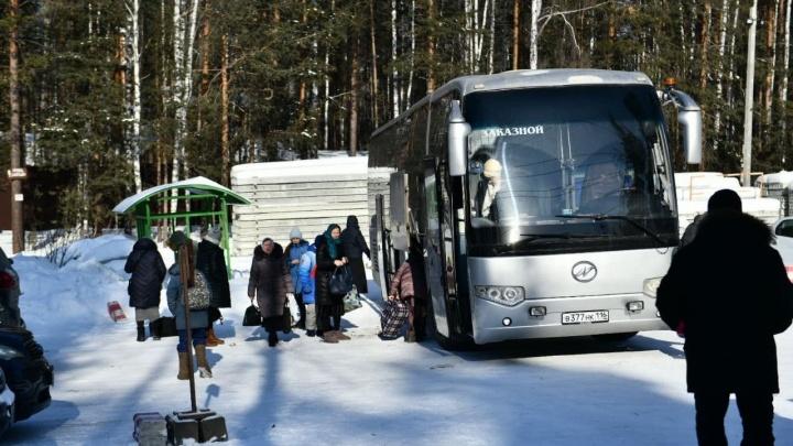 «Обстановка спокойная»: в Среднеуральский женский монастырь привезли паломников