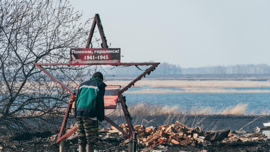 Россия в огне: за полчаса сгорели 14 домов из 33. Репортаж из деревни-пепелища