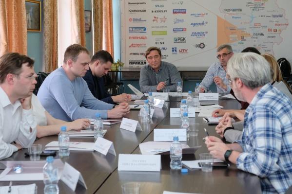 К обсуждению экспертов были предложены основные вопросы, связанные с предварительным голосованием 2021 года