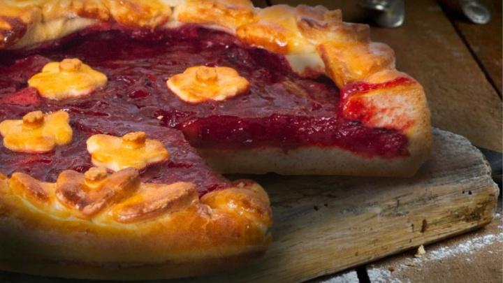 С сухофруктами, орехами и тыквой: петровские пироги — прямо из печи, можно есть даже в Великий пост