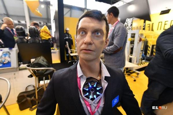 Много внимания к себе привлек робот Алексей