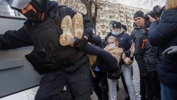 Шестеро школьников и больше полусотни взрослых: в Волгограде пересчитали всех задержанных на несанкционированной акции