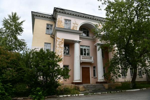 Екатеринубржцы жаловались, что в палатах и корпусах больницы снаружи ужасный ремонт