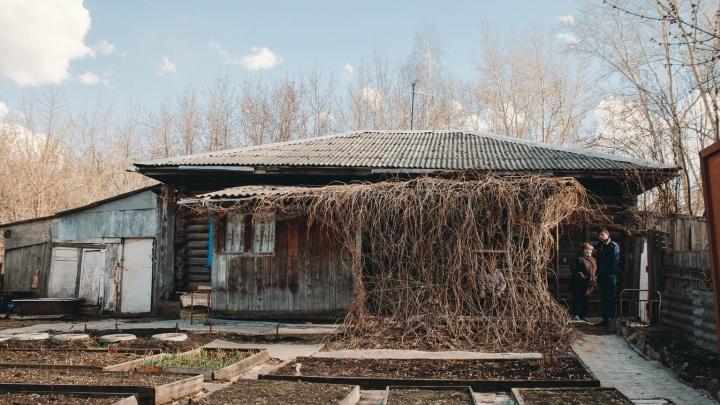 Оставил предсмертную записку: в Тюмени мужчина покончил с собой из-за спора за дом
