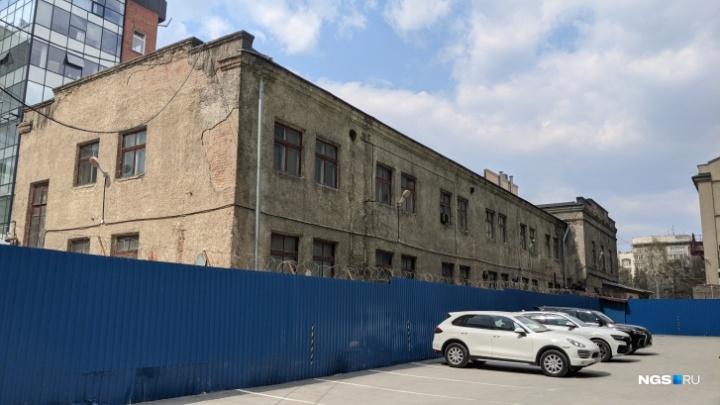 Известный бизнесмен стал владельцем половины квартала у площади Ленина. Что там могут построить?