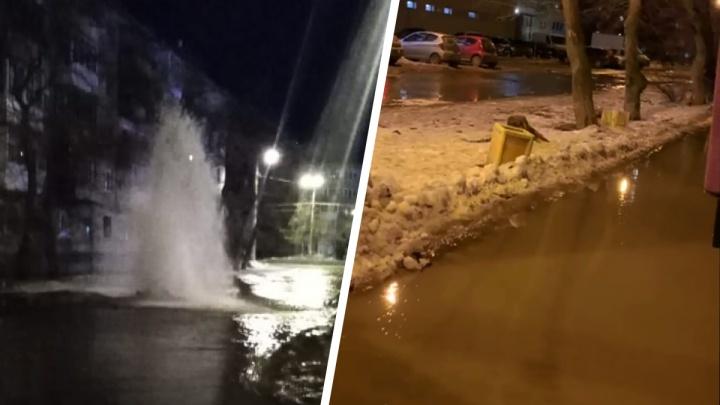 «Фонтан высотой с три этажа бьет из-под земли!» В Екатеринбурге из-за коммунальной аварии затопило улицу: видео